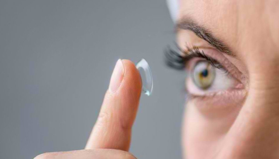 Choosing Presbyopia Treatment At 40 Years Of Age - contact lenses