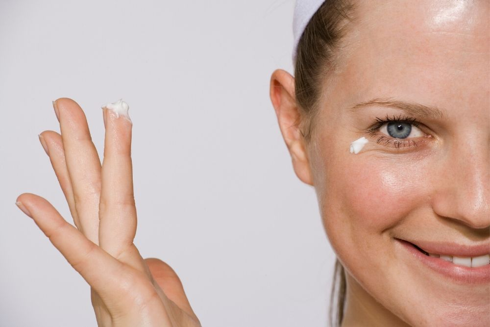 4 Best Tips to Make Your Eyes Look 10 Years Younger_1