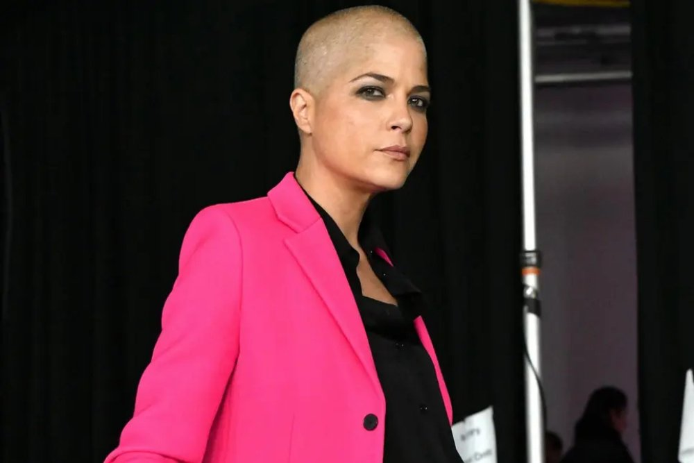 Selma Blair Says She's Losing Her Eyelashes Because of Multiple Sclerosis_1