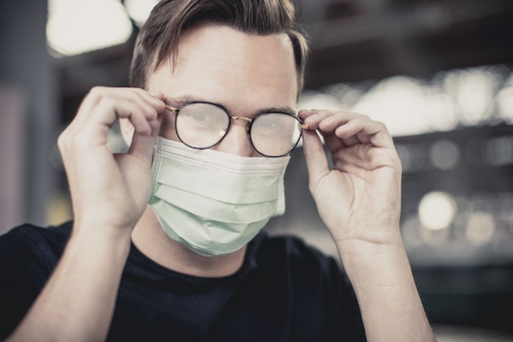 How to Avoid Foggy Glasses While Wearing a Face Mask Against Coronavirus_1