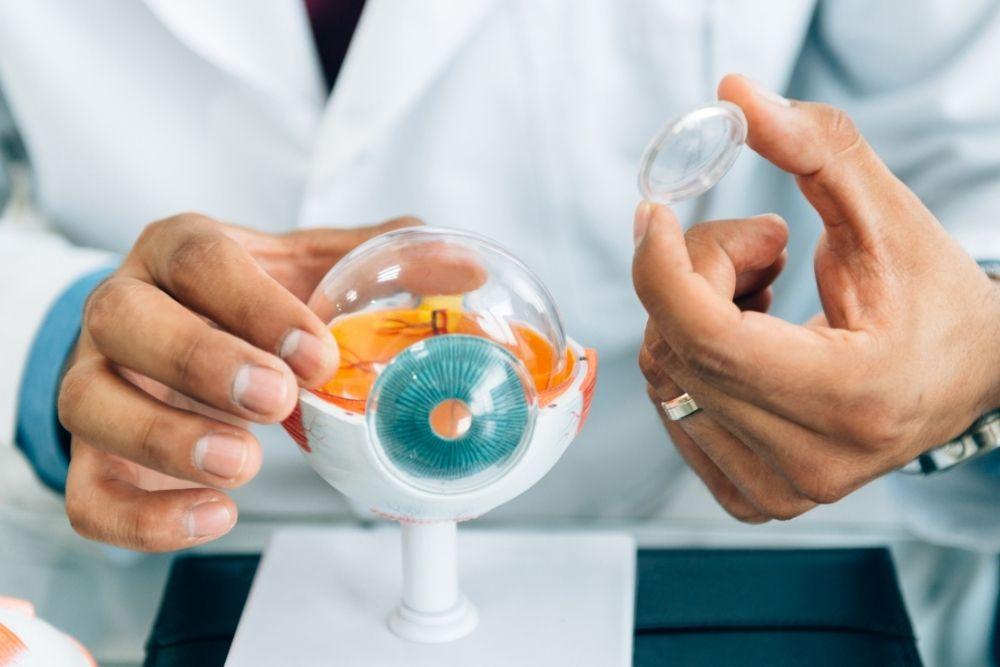 Tips on Handling Contact Lens Discomfort