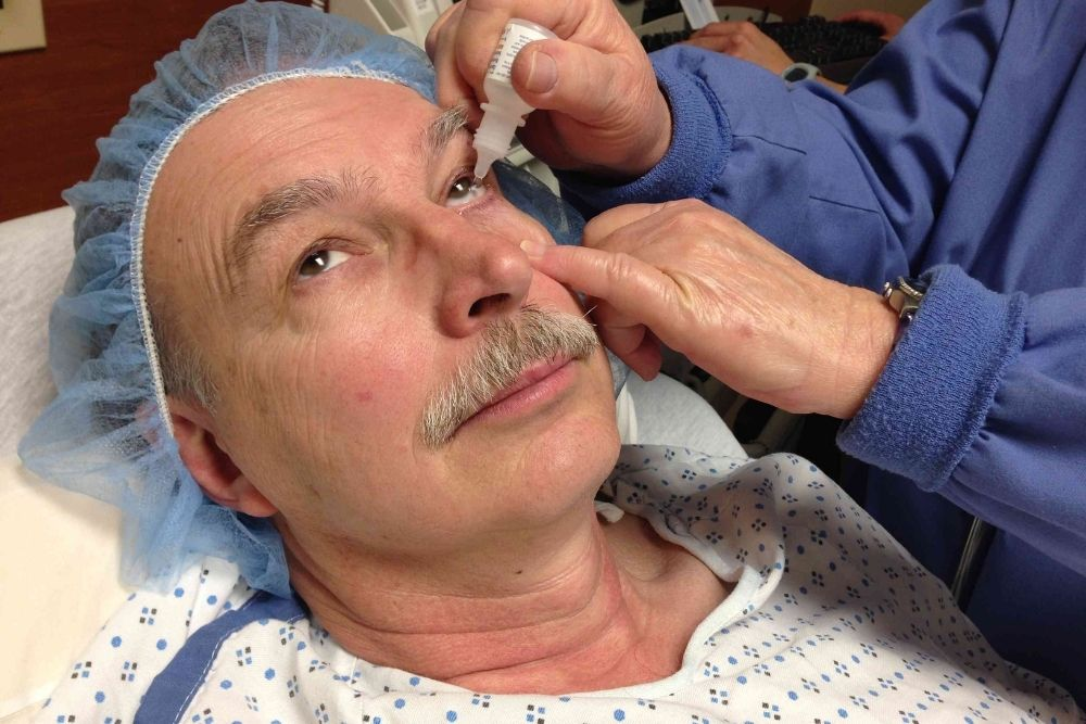 possible complications in cataract surgery
