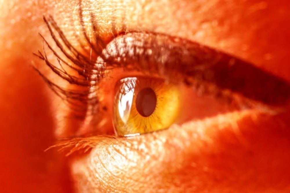 can red light really protect aging eyes