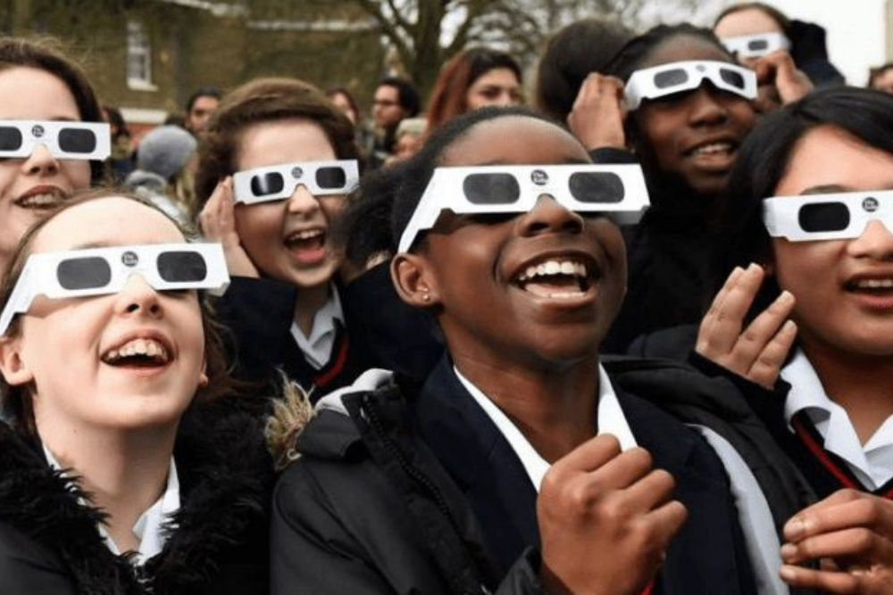 can you hurt your eyes while watching the eclipse