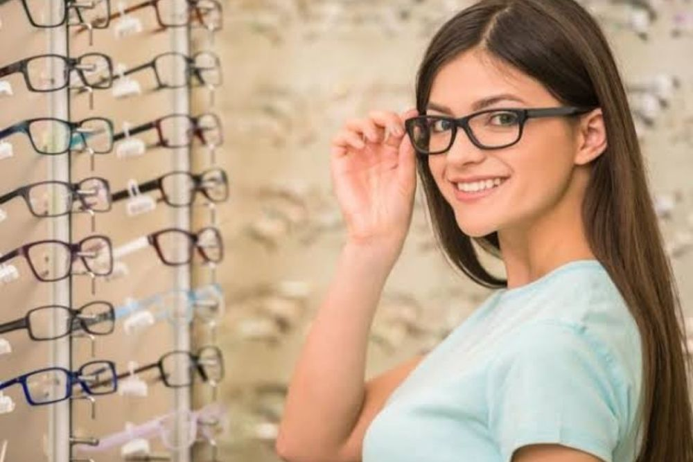 why you should order prescription eyewear in store