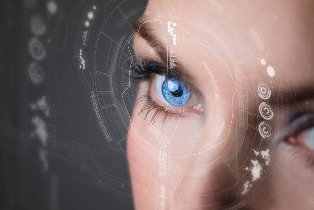 are high-tech contact lenses available now
