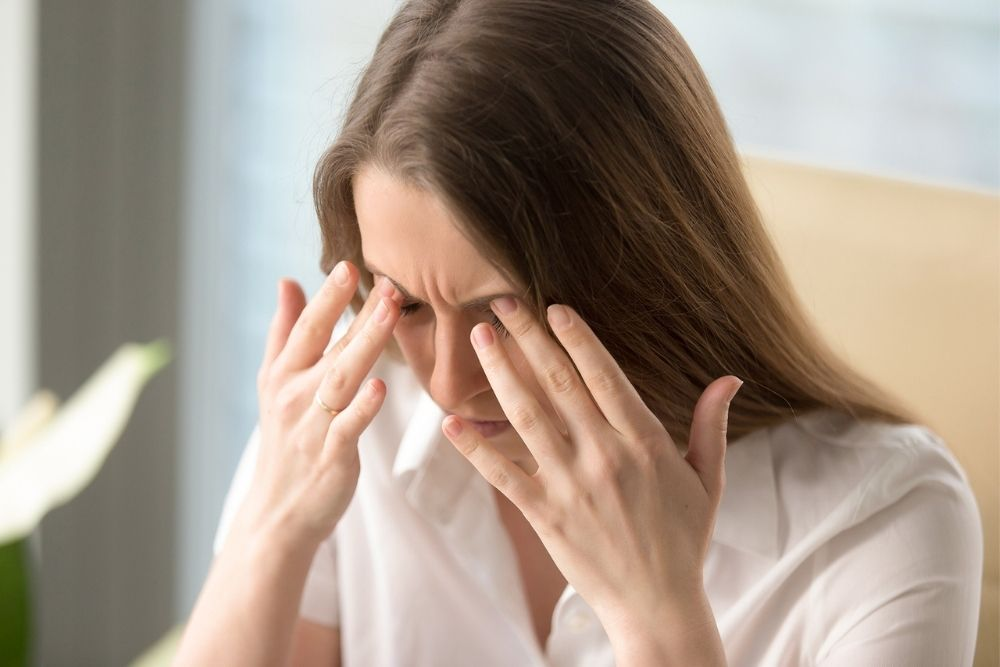 woman with eye pain