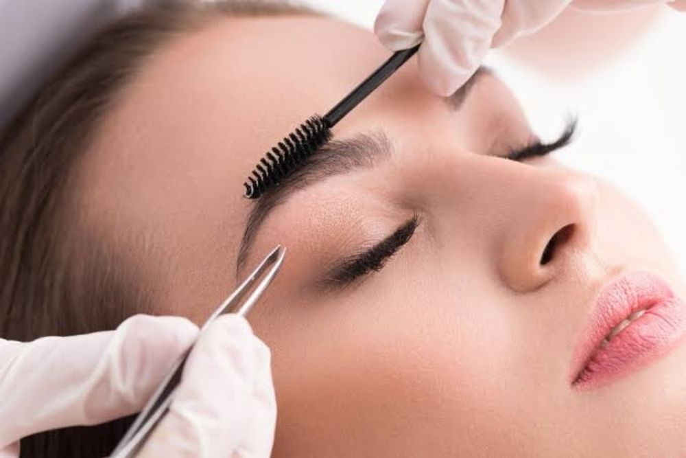risks of eyebrow and eyelash enhancement