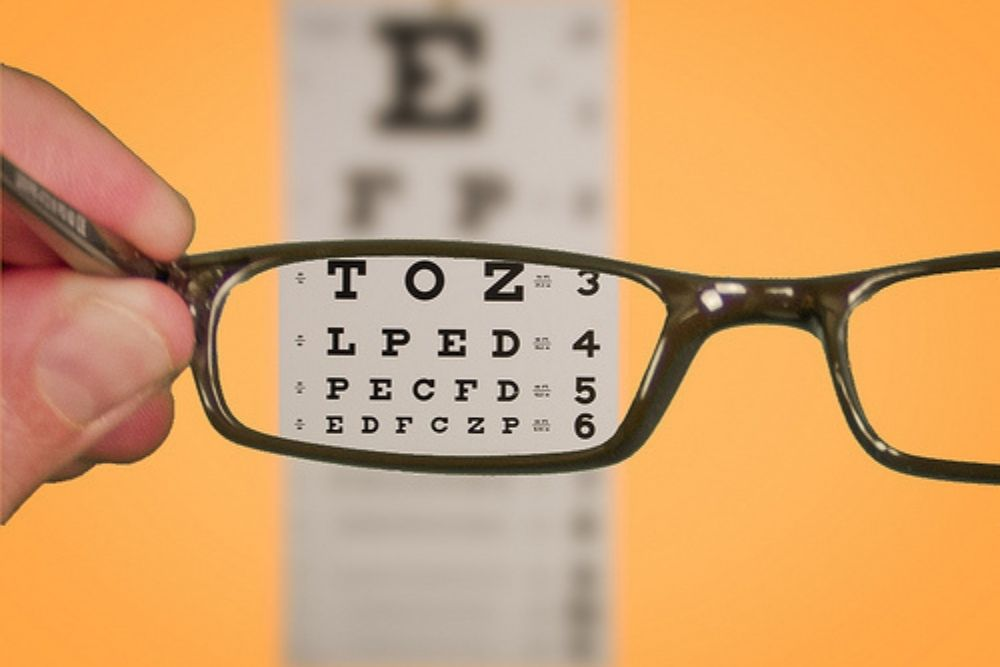 use of glasses on a snellen chart