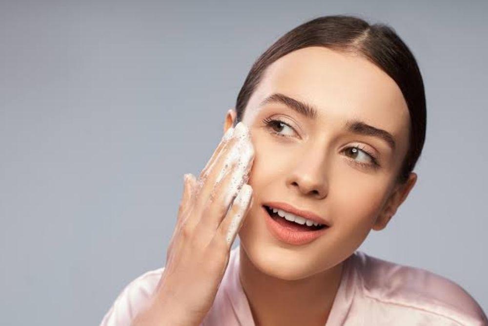 woman using scrub on face