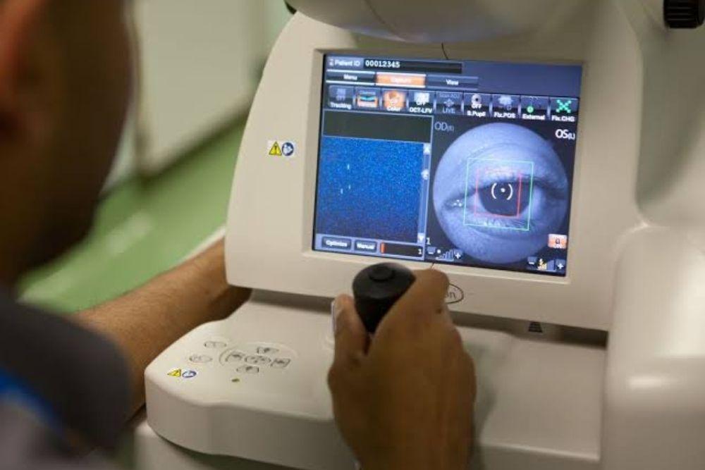 how google ai can reveal eye health risks