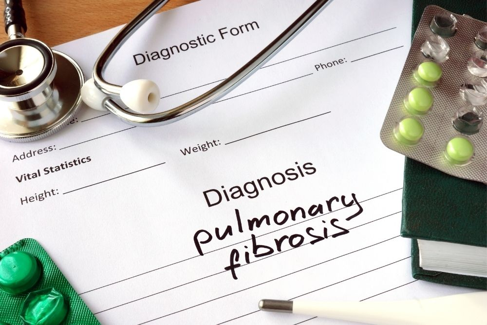 can pulmonary fibrosis cause eye problems