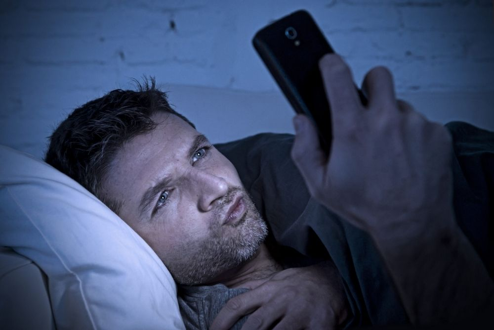 is it possible to go blind from reading a smartphone with one eye